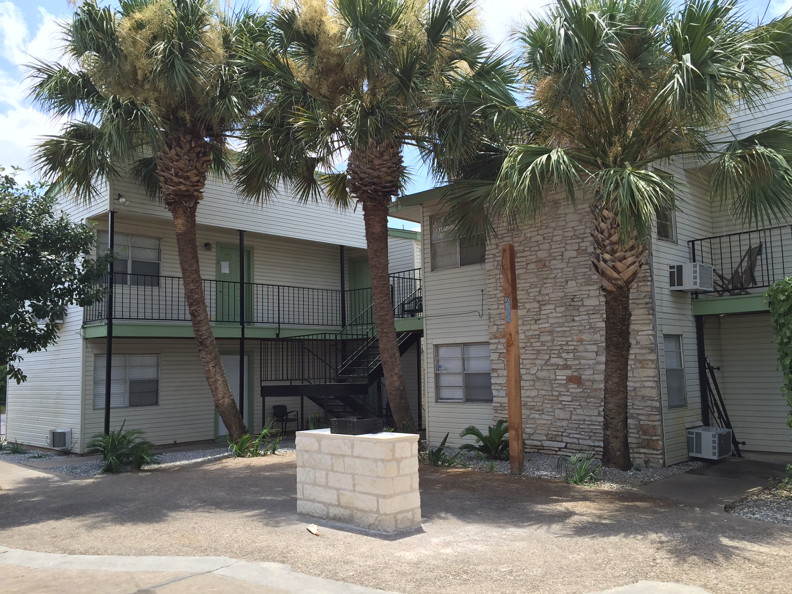 palm gardens local austin apartments - Palm Garden Apartments